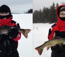 Deux enfants montrant leur prise de pêche blanche sur le Lac Témiscouata